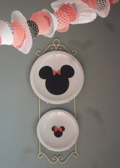 Minnie Mouse Party but look at that cup cake wrapper bunting!
