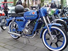 zundapp Speciaal blue Paint Small Motorcycles, Vintage Motorcycles, Trike Motorcycle, Mini Bike, Classic Bikes, Street Bikes, Vintage Bikes, Vespa, Motor Car
