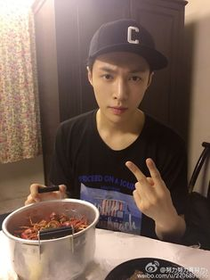 "Lay - 160711 Weibo account update: ""二爷回长沙 Credit: 努力努力再努力x."