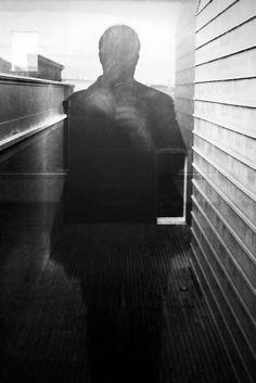 Imagens a partir de fotos em reflexos, tremidas ou desfocadas, a velocidade baixa ou a grande abertura, captura em ecrã de televisão ou com edição digital  [ Hashtags: #LGB #Pormenores #Apontamentos ]