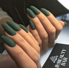 What Christmas manicure to choose for a festive mood - My Nails Oval Nails, Matte Nails, Acrylic Nails, Hair And Nails, My Nails, Emerald Nails, Green Nails, Yellow Nail, Nagel Gel