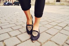 Leopard Head Embellished Court Shoes