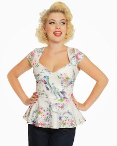 A beautiful watercolour floral print adorns this peplum top. Team with a fitted skirt for the perfect wedding look! Buy now in UK sizes from Lindy Bop! Vintage Inspired Fashion, Timeless Fashion, Vintage Fashion, Rockabilly Fashion, Rockabilly Style, Floral Watercolor, Watercolour, Fitted Skirt, Wedding Looks