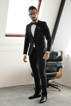 Sastrería a medida, diseño personalizado y los mejores materiales para conseguir el traje perfecto.Wsp 987738693 .