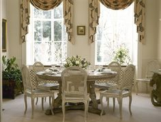 Traditional Dining Room Photos