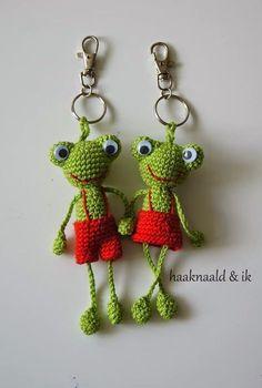 Adventure with a crochet hook . Crochet hugs and more ! - Adventure with a crochet hook . Crochet hugs and more ! Crochets En Crochet, Crochet Frog, Cute Crochet, Crochet Dolls, Crochet Hook Case, Crochet Keychain, Crochet Toys Patterns, Amigurumi Patterns, Crochet Mignon