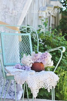 laughing with angels: lilacs, linens and lily-of-the-valley Shabby Chic Garden, Shabby Chic Style, Beautiful Dream, Beautiful Gardens, Lawn Furniture, Recycled Furniture, Outdoor Seating Areas, Cottage Style, White Cottage