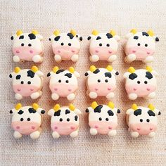 Moo Moo Cow macarons by Sweet Spot by Meli (@sweetspot.bymeli)