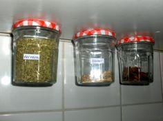 jampotjes onder het keukenkastje