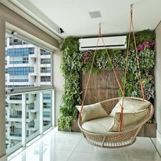 Jardim vertical: espécies ideais, como fazer e 50 inspirações para seu lar House Design, House Interior Decor, Decor, Home Room Design, Small Balcony Decor, Home, Diy Outdoor Furniture, Indian Home Decor, Home Decor