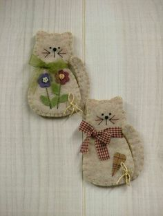 "208 From the Heart: Kitten Pin/Magnet (smb: with bears and birds to make a ""Creatures Christmas"") Felt Embroidery, Felt Applique, Fabric Crafts, Sewing Crafts, Sewing Projects, Felt Projects, Felt Christmas Ornaments, Christmas Crafts, Christmas Christmas"