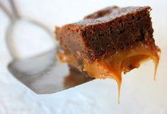 Fudgy Caramel Brownies #recipe.  Yeah, as good as it looks! Best Chocolate Brownie Recipe, Sugar Free Chocolate, Brownie Recipes, Cookie Recipes, Dessert Recipes, Chocolate Roll, Jar Recipes, Healthy Recipes, Chocolate Frosting