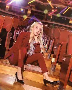 Kpop Girl Groups, Korean Girl Groups, Kpop Girls, Fandom Kpop, Wheein Mamamoo, Rapper, Girl Artist, Kpop Outfits, South Korean Girls