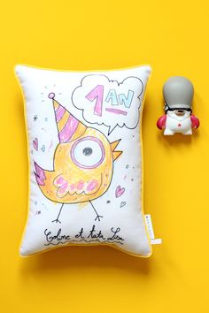 Print and embroidered pillow : http://www.iletait1xunetoile.com/blog/first-birthday-coline