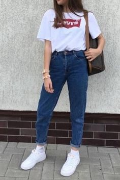 retro simple mom jeans – lupsona outfits with mom jeans, boyfriend jeans outfit Basic Outfits, Retro Outfits, Cute Casual Outfits, Simple Outfits, Vintage Outfits, Outfits With Mom Jeans, Mom Jeans Outfit Summer, Jeans And T Shirt Outfit, Vintage Jeans