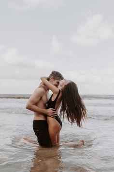 Couple Photoshoot Poses, Couple Shoot, Beach Engagement Photos, Engagement Session, Beach Love Couple, Beach Sessions, Beach Shoot, Beach Aesthetic, Oahu Hawaii