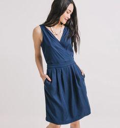 Fluid denim, cross-over/fake wrap dress effect, handy and invisible slash pockets <3 . Good casual dress :D . Plus pockets. Did I mention invisible slash pockets?  --- Vestito+in+denim Codice prodotto PROMOD ® : 1-4-20-01-16-989