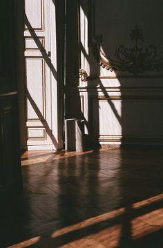 Deze ruimte vind ik onwijs mysterieus. Door de spannende lichtinval zou ik zo op ontdekkingstocht willen gaan.