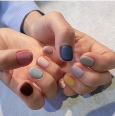 A manicure is a cosmetic elegance therapy for the finger nails and hands. A manicure could deal with just the hands, just the nails, or How To Do Nails, Fun Nails, Essie, Nagel Hacks, Nagellack Trends, Manicure Y Pedicure, Super Nails, Nagel Gel, Matte Nails