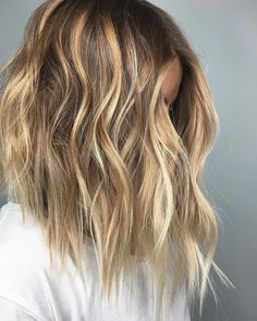 Blonde Balayage #shorthairstyles #shorthairinspiration #hairstyle #haircolor #hairgoals #blonde #blondehair #balyage #blondebalyage #waves #blondewaves #wavyhair #beachwaves #hair inspiration #hairgoals
