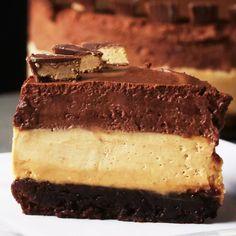 Chocolate Peanut Butter Mousse 'Box' Cake Recipe by Tasty - Dessert Recipes Box Cake Recipes, Cheesecake Recipes, Dessert Recipes, Pastry Recipes, Peanut Butter Mousse, Chocolate Peanut Butter, Molten Chocolate, Mint Chocolate, Chocolate Box Cake