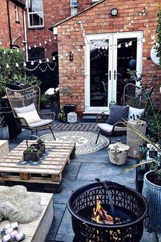 Terraced house patio ideas and terraced paver patio. See more ideas about Patio, Backyard and Outdoor gardens. Backyard Patio, Backyard Landscaping, Outdoor Spaces, Outdoor Living, Rustic Outdoor Decor, Balkon Design, Patio Design, Garden Inspiration, Interior Decorating