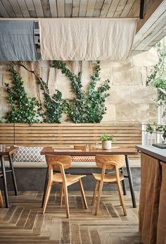 restaurant chic 51 Craziest Coffee Shop Ideas That Most Inspiring Coffee Shop Design, Cafe Design, Design Design, Cafe Restaurant, Modern Restaurant, Cheese Restaurant, Decoration Restaurant, Pub Decor, Decoration Vitrine