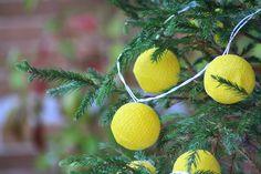 luces para el árbol de navidad amarillas. www.decoandliving.com