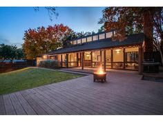 Lake Highlands Modern Offers Dazzling Aesthetic...