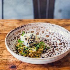 Prefere Partilhar ou ficar por um dos nossos pratos principais, como este Bacalhau à Brás? #esquinadoavesso #codfish  Yummery - best recipes. Follow Us! #foodporn
