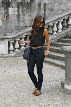 Black with brown belt looks casual chic, brown flats outfit, leopard flats outfits, Mode Outfits, Chic Outfits, Spring Outfits, Italy Outfits, Look Fashion, Autumn Fashion, Jeans Fashion, Fashion Clothes, Looks Jeans
