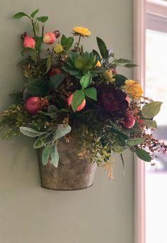 Summer Flower Arrangements, Floral Centerpieces, Floral Arrangements, Centrepieces, Tropical Flowers, Summer Flowers, Yellow Flowers, Flowers Garden, Glass Planter
