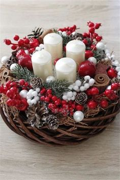 35 Trend Simple Rustic Winter Christmas Centerpiece y Manualidades Reciclaje y Manualidades Ideas y Manualidades ✂️ Christmas Advent Wreath, Christmas Candle Decorations, Christmas Flowers, Christmas Candles, Rustic Christmas, Winter Christmas, Deco Table Noel, Deco Floral, Candle Centerpieces