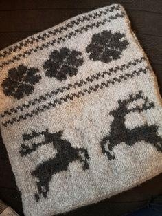 Ravelry: Tykke Sitteunderlag pattern by Anne Marit Hoem Felting, Ravelry, Stitch, Wool, Knitting, Projects, Pattern, Crafts, Log Projects