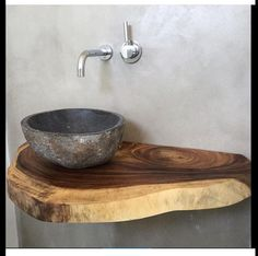 Ob Treibholz, rustikales Altholz oder lebhafte Waschtische aus Massivholz mit Ba… Driftwood, rustic old wood or lively solid wood washbasins with a tree edge. Here you can order your washbasin vanity top to size. Rustic Bathrooms, Small Bathroom, Diy Bathroom, Bathroom Sinks, Design Bathroom, Basement Bathroom, Design Tisch, Downstairs Toilet, Stone Sink