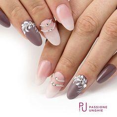 Babyboomer #Mat e F76 #Leather! Decori realizzati con il #gel F01 #PureWhite. Collane di #Swarovski SS3, SS5 e SS12 Crystal e #microsfere argento. Sigillante #UltraGloss per l'effetto #lucido. Struttura realizzata con il costruttore #PinkyBuilder. Cover #rosa e #ExtraPink. #nail #nails #geluv #gelnails #gelcolor #magicnails #cristalli #applicatore #babyboomer #opaco #matfinish #uñasdecoradas #uñas #nailsaddict #uñasengel #passioneunghieofficial