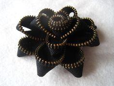 Black Zip-Flower brooch DIY