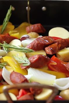 This Spanish Chicken Tray Bake is the perfect no fuss dinner. Chuck it in the pan, leave it to roast & enjoy one of the most delicious and flavoursome dinners you've ever had! # Food and Drink dinner videos Spanish Style Chicken Tray Bake Summer Recipes, Healthy Dinner Recipes, Vegetarian Recipes, Cooking Recipes, Healthy Gourmet, Vegetable Recipes, Easy Recipes, Yummy Chicken Recipes, Yummy Food