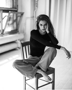 Model Poses Photography, Self Portrait Photography, Photography Women, White Photography, Fond Design, Photographie Portrait Inspiration, Photoshoot Themes, Instagram Pose, Insta Photo Ideas