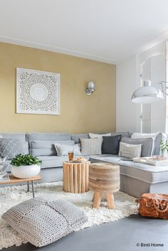 Sfeervol wonen met een openhaard, gietvloer en warme materialen   Binti Home blog : Interieurinspiratie, woonideeën en stylingtips