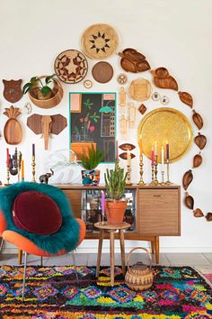 Home Decor Living Room This maximalist bohemian space has plenty of colorful rugs, wall hangings, gallery walls and colorful chairs. We love the mid -century modern furniture combine with the bright textiles. Eclectic Gallery Wall, Eclectic Decor, Eclectic Design, Colorful Chairs, Colorful Rugs, Home Decor Bedroom, Living Room Decor, Bedroom Rugs, Living Rooms