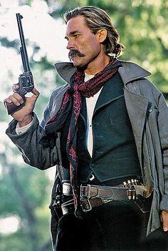 Kurt Russell als Wyatt Earp in Tombstone, 1993 / Dekode Tombstone 1993, Tombstone Movie, Wyatt Earp Tombstone, Kurt Russell Tombstone, Tombstone Quotes, O Cowboy, Cowboy Western, Photo Star, Into The West