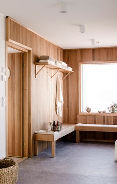 Want to experience the goodness of living in a country-style house and away from the city, and if you love hands-on, log cabin kits is the solution. Changing Spaces, Changing Room, Home Spa Room, Pool Shed, Sauna Design, Outdoor Sauna, Sauna Room, Cottage Renovation, A Frame House