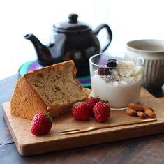 「2018.02.18 Sun. 朝ごはん ✴︎ ✴︎ 今日はお休み♪ 昨日忙しかったので 朝は目覚めてもお布団の中に居た。 お布団って本当に気持ちいい。 お天気が良いので そんなにのんびりもしていられない。 起き上がって お布団のシーツ外してお洗濯。 お布団も干して……」 Coffee Time, Tea Time, Sugar And Spice, Panna Cotta, Spices, Ethnic Recipes, Food, Dulce De Leche, Spice