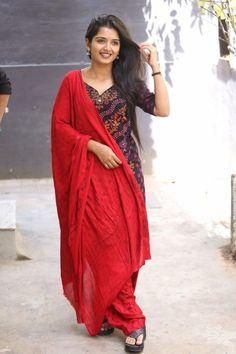 Beautiful Girl Indian, Most Beautiful Indian Actress, Beautiful Girl Image, Beautiful Saree, Beautiful Women, Beautiful Bollywood Actress, Beautiful Actresses, Actress Priyanka, Indian Bridal Sarees