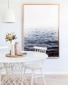 Get inspired by these dining room decor ideas! From dining room furniture ideas, dining room lighting inspirations and the best dining room decor inspirations, you'll find everything here! Dining Room Walls, Dining Room Lighting, Dining Room Design, Living Room Decor, Living Room Artwork, Kitchen Lighting, Room Chairs, Dining Room Inspiration, Room Lights