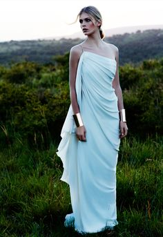 Bridal Dresses UK: Sexy Wedding Dresses By Amanda Wakeley. With her Grecian gown and the metallic bracelets, Wonder Woman at a wedding, I LOVE it! Amanda Wakeley, Toga Party, Greek Dress, Greek Goddess Dress, Greek Goddess Costume, Aphrodite Goddess, Earth Goddess, Mode Glamour, Mode Inspiration