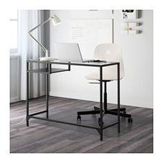 IKEA - VITTSJÖ, Laptoptisch, schwarzbraun/Glas, , Aus gehärtetem Glas und Metall, robusten Materialien für ein offenes, luftiges Erscheinungsbild.Boden mit einer schwarzbraunen und einer schwarzen Seite; für Gestaltung nach Wunsch und Geschmack.Der Tisch mit Arbeitsfläche und Platz für Laptop ermöglicht einen praktischen Arbeitsplatz auch auf kleinem Raum.Mit selbstklebenden Kabelklips für verdecktes Sammeln von Kabeln.Verstellbare Fußkappen sorgen für Standfestigkeit auch bei leicht un...
