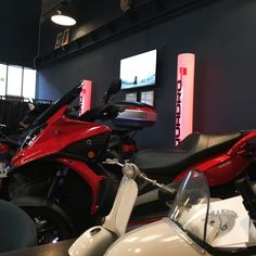 QUADRO PARTY ! Scooters, Motorcycle, Vehicles, Frames, Barn, Motor Scooters, Motorcycles, Car, Vespas