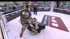 M-1 Medieval: un violent KO dans un combat de chevalier style UFC [video] - http://www.2tout2rien.fr/m-1-medieval-un-violent-ko-dans-un-combat-de-chevalier-style-ufc-video/